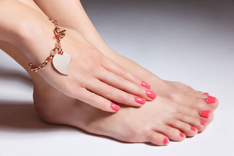 Our tips for naturally beautiful and healthy nails through proper nutrition